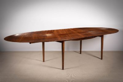 A ROSEWOOD EXTENDABLE 'JUDAS STYLE' DINING TABLE at de Veres Auctions