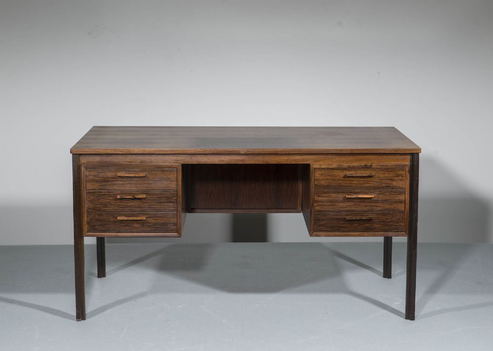 A ROSEWOOD KNEEHOLE DESK, DANISH 1960s